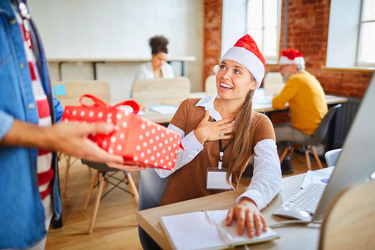 Top 15 Corporate Holiday Gift Ideas For Employees